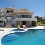View information about Villa Albufeira 5 bedrooms, check availability and book online